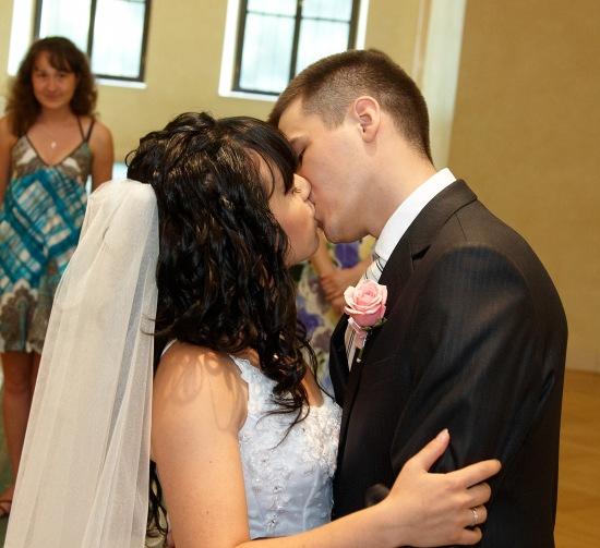 Первый поцелуй мужа и жены