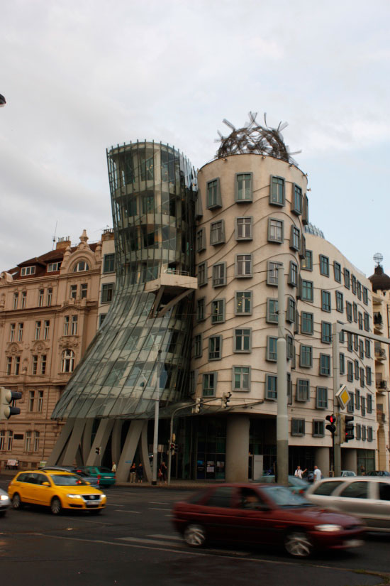 Танцующий дом, Джинджер и Фред, Прага
